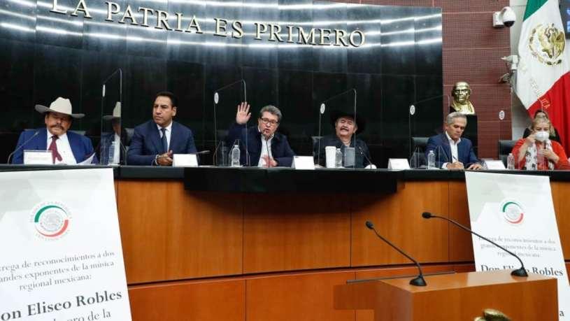 Senadores rompen solemnidad y cantan 'Eslabón por eslabón' de los Invasores de Nuevo León