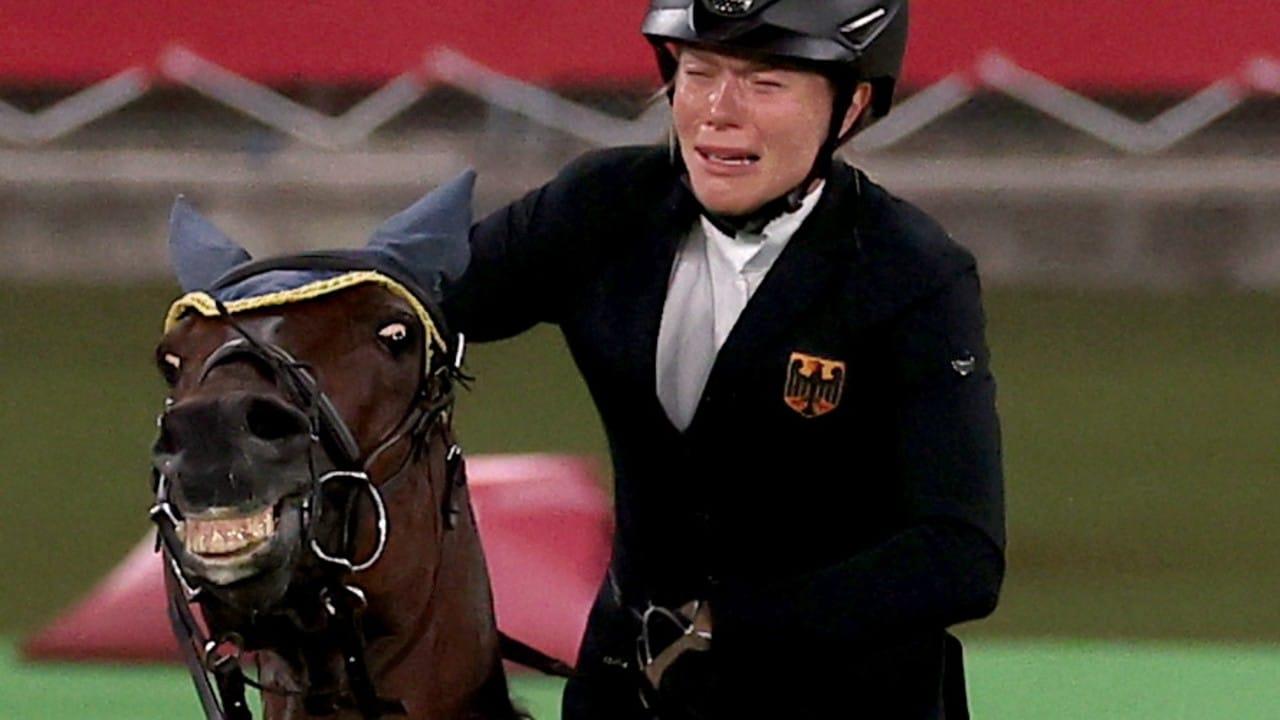Descalifican a entrenadora alemana por golpear a caballo durante pentatlón moderno en Tokyo 2020