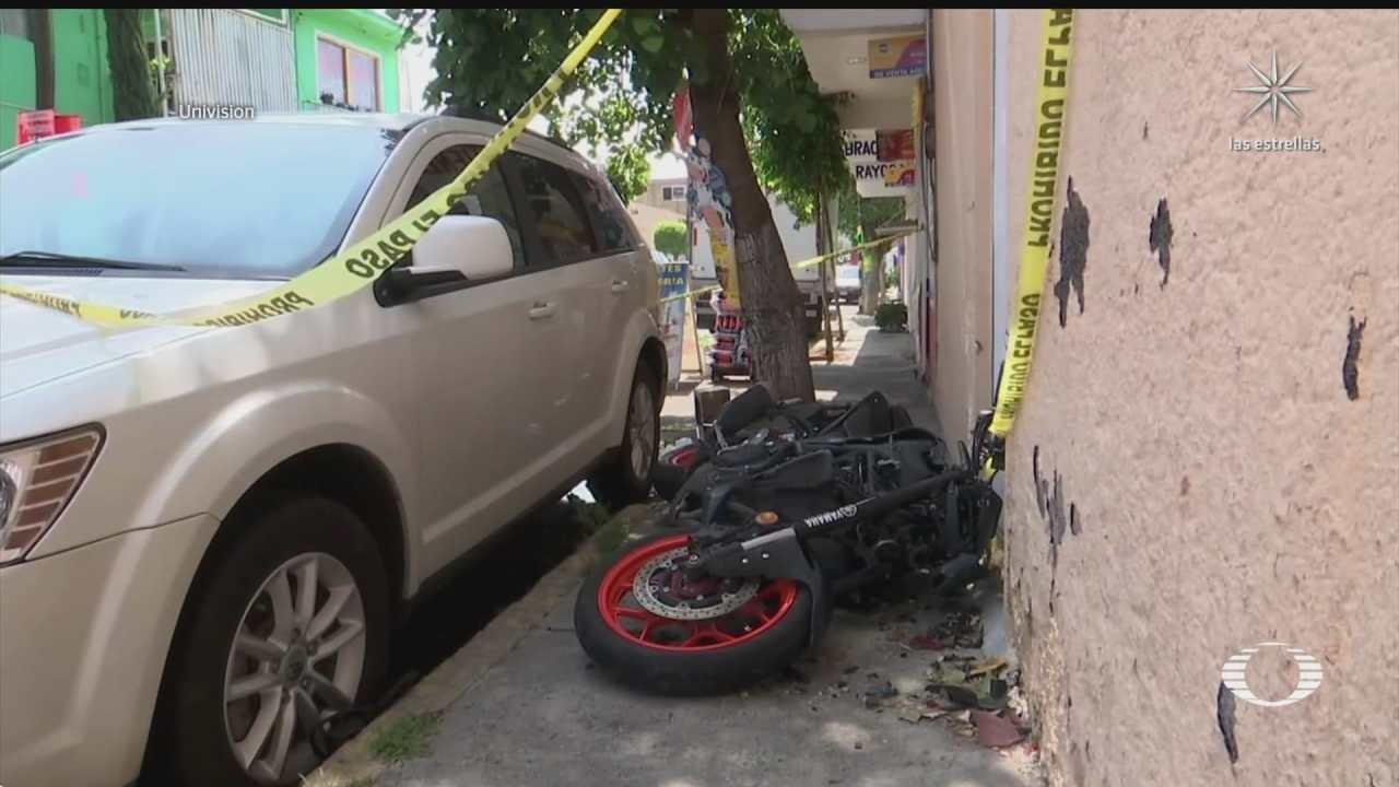motociclistas se impactan contra automovil en iztapalapa mueren dos