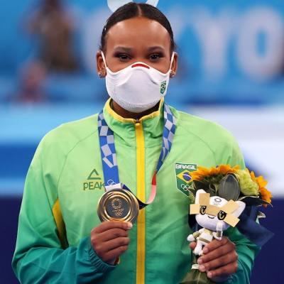 Rebeca Andrade de Brasil gana oro en salto en los Juegos Olímpicos de Tokyo 2020