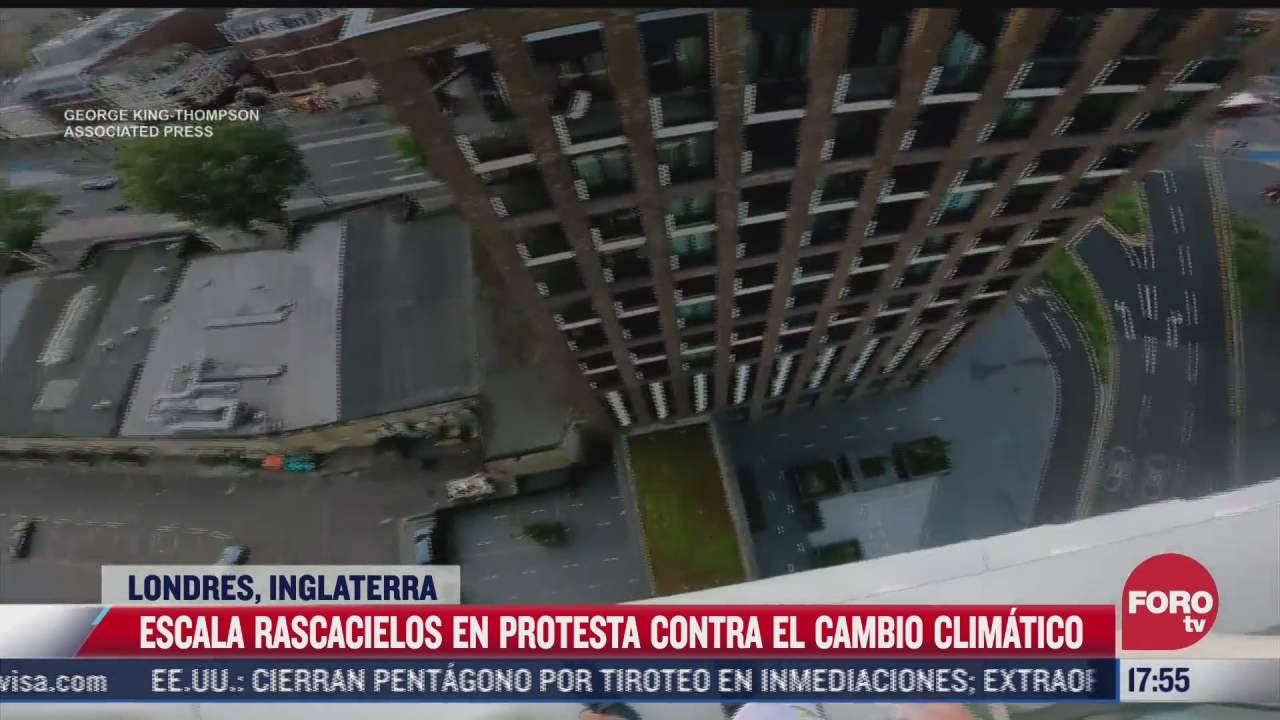 video escala rascacielos para protestar por cambio climatico