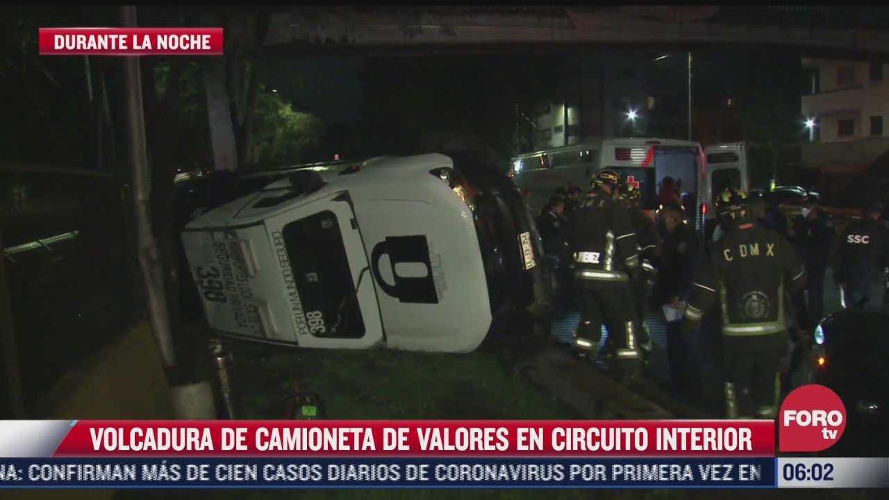 volcadura de camioneta de valores deja dos lesionados en circuito interior cdmx