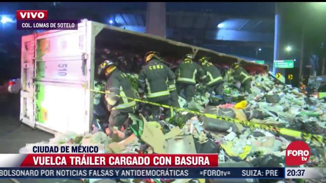 Vuelca tráiler cargado con toneladas de basura en alcaldía Miguel Hidalgo