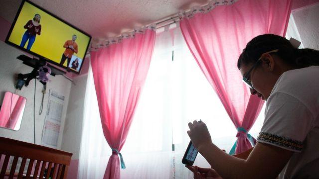 Clases por televisión mediante el nuevo programa implementado por la SEP (Cuartoscuro)