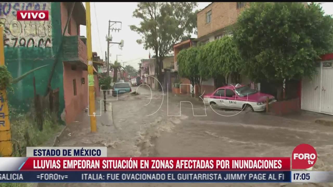 automoviles quedan atrapados en av juarez tras las inundaciones registradas en la zona