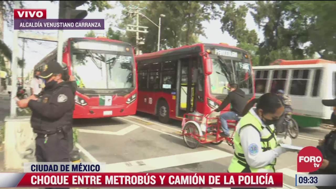 camioneta de la ssccdmx choca con metrobus dos policias lesionadas