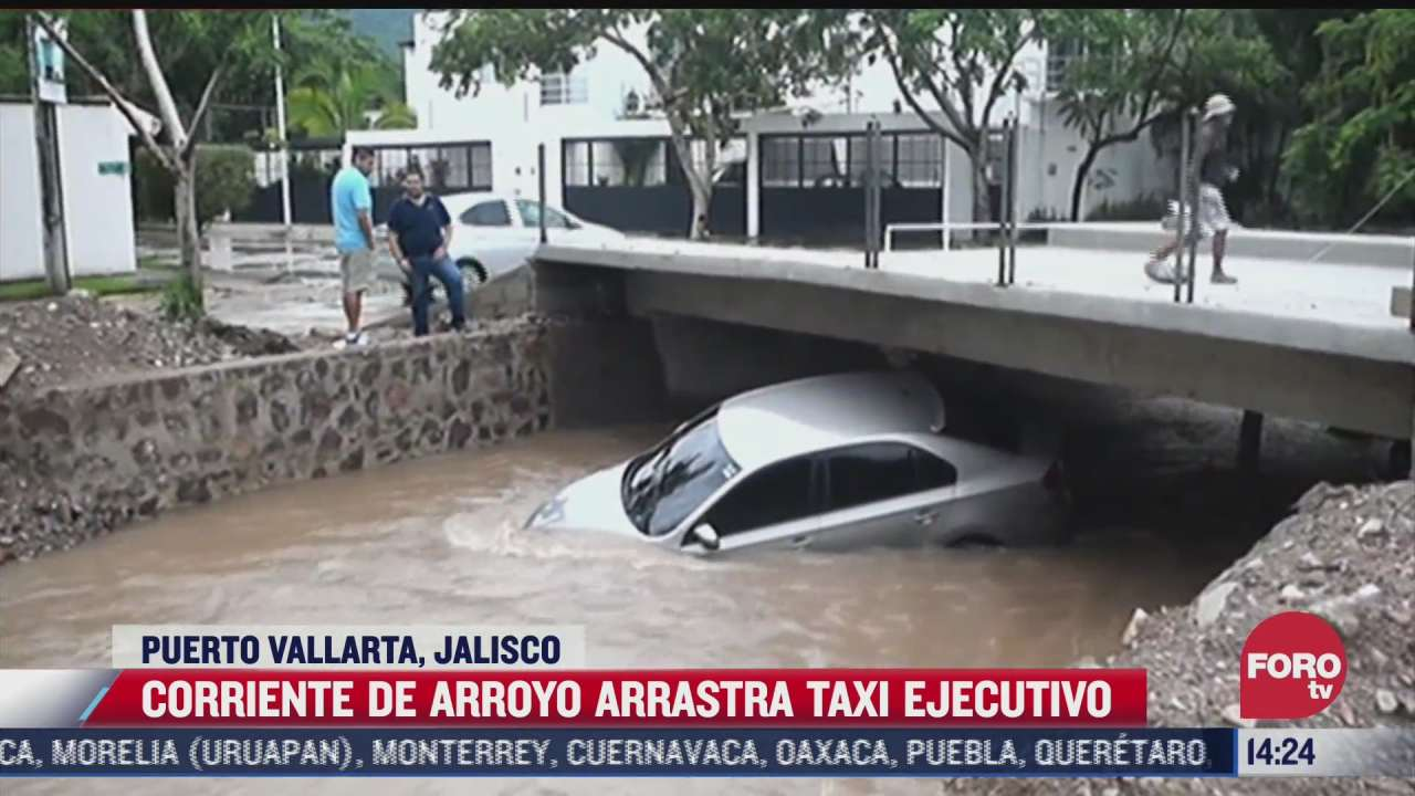 corriente de arroyo arrastra taxi en puerto vallarta jalisco