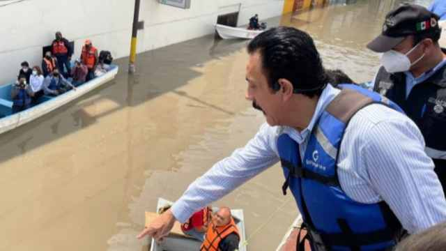 Gobernador de Hidalgo recorre zonas inundadas