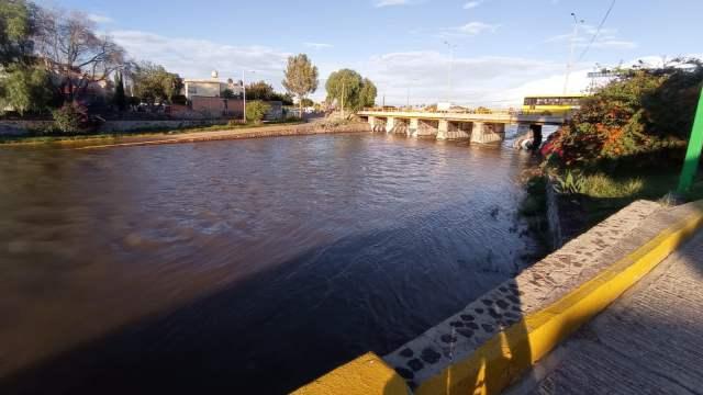 Lluvias provocan desbordamiento del río Santiago en San Luis Potosí.