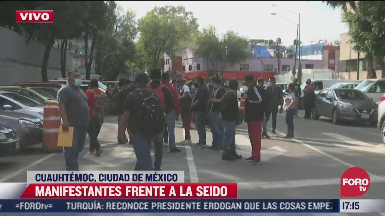 manifestantes frente a la seido en la cdmx