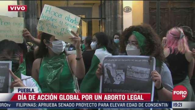 marcha feminista llega al congreso de puebla por el dia de accion global por un aborto legal