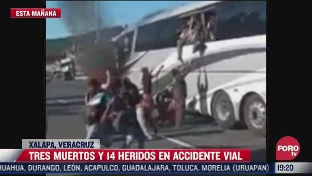 mueren tres y 14 resultan heridos tras accidente de autobus en xalapa