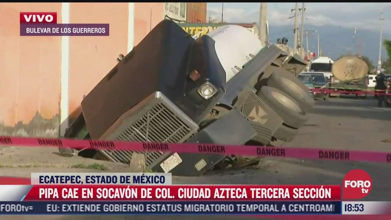 pipa que transportaba agua cae en socavon en ecatepec