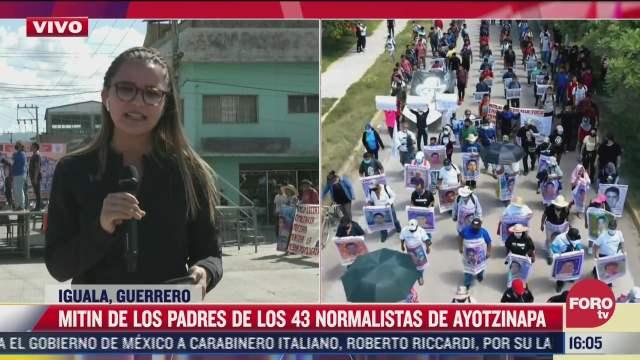 realizan mitin padres de los 43 normalistas de ayotzinapa
