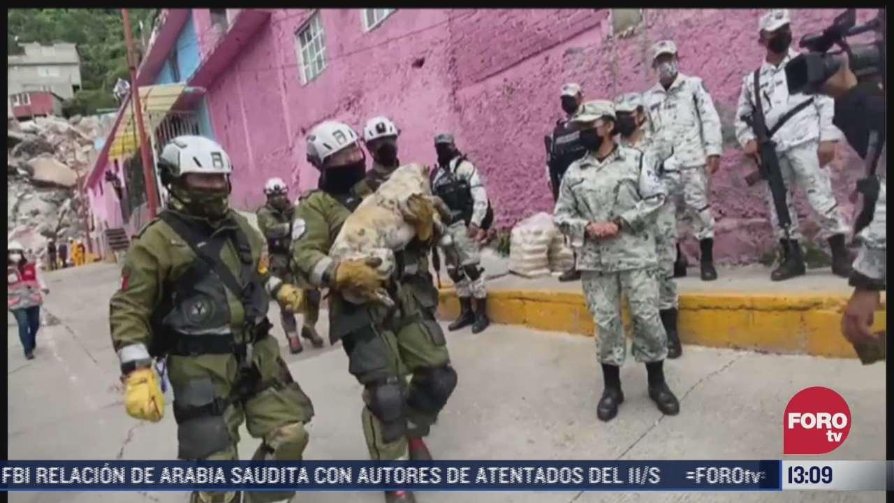 rescatan con vida a un perrito del cerro del chiquihuite