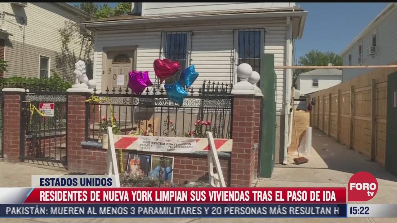 residentes de nueva york limpian viviendas tras paso de ida