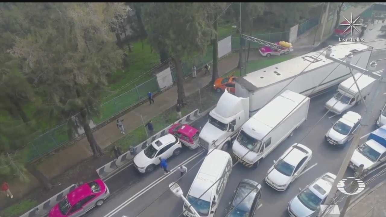 trailer provoca carambola al intentar huir de choque