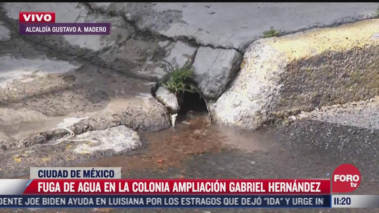 vecinos reportan fuga de agua potable en la gam