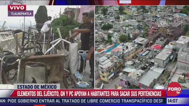 vecinos retiran sus pertenencias ante la demolicion de casas en el cerro del chiquihuite