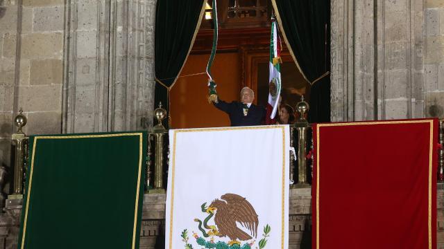 ¡Viva México! AMLO encabeza su tercer Grito de Independencia con el Zócalo vacío