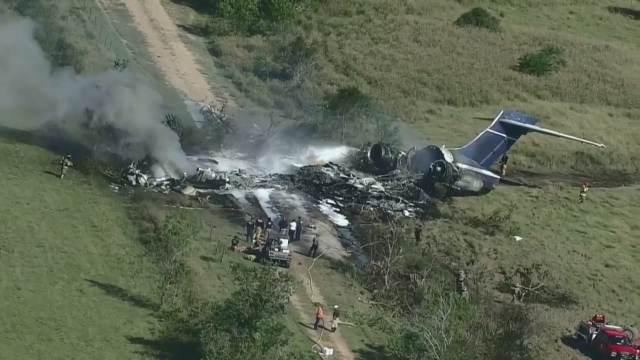 Se estrella avión con 21 personas a bordo en Texas
