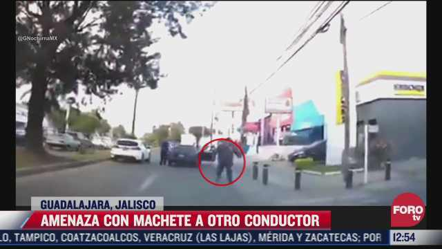 automovilista amedrenta a otro con un machete en guadalajara