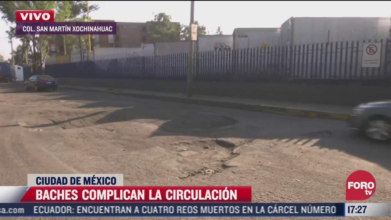 baches complican circulacion en san martin xochinahuac en cdmx