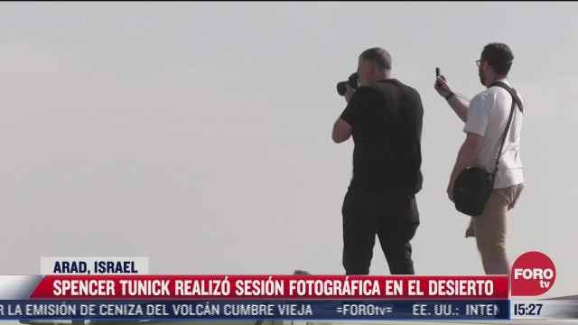 cientos se desnudan en el desierto para salir en fotografia de spencer tunick