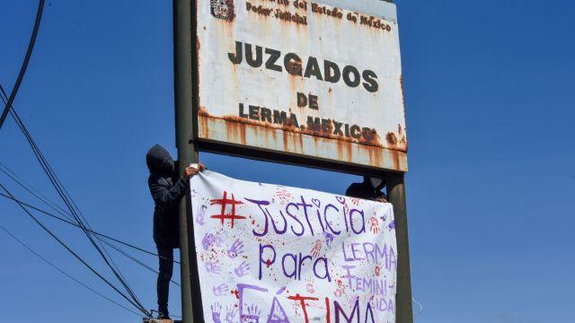 Colectivos de feministas acudieron a los Juzgados de Lerma en apoyo a la familia de Fátima Quintana, durante la audiencia de desahogo (Cuartoscuro)