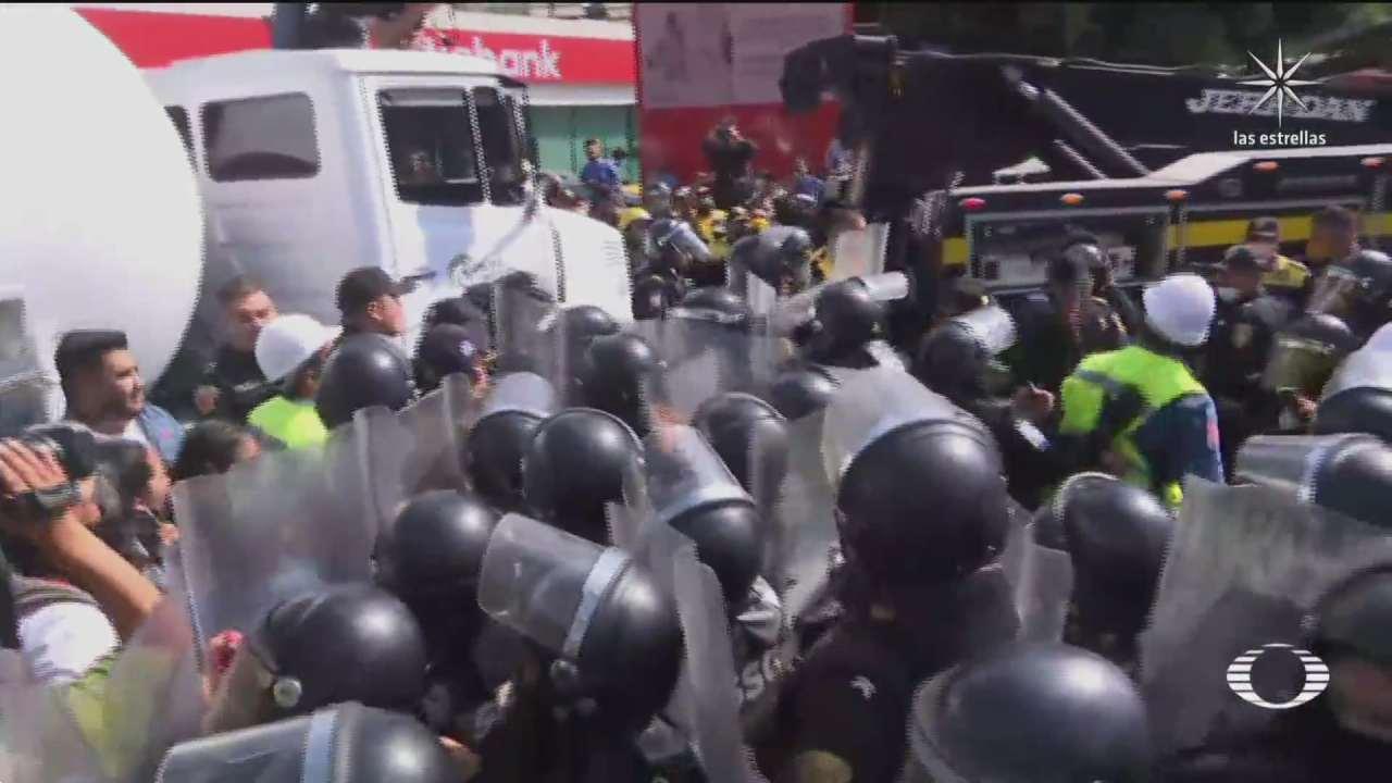 gaseros se enfrentan a policias en la cdmx protestan por precio tope del gas lp