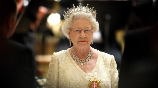 Reina Isabel II cancela su asistencia a la COP26 por consejo médico