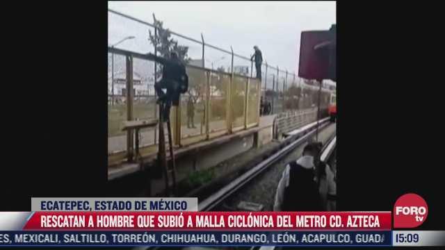 rescatan a hombre que subio a malla del metro en ecatepec