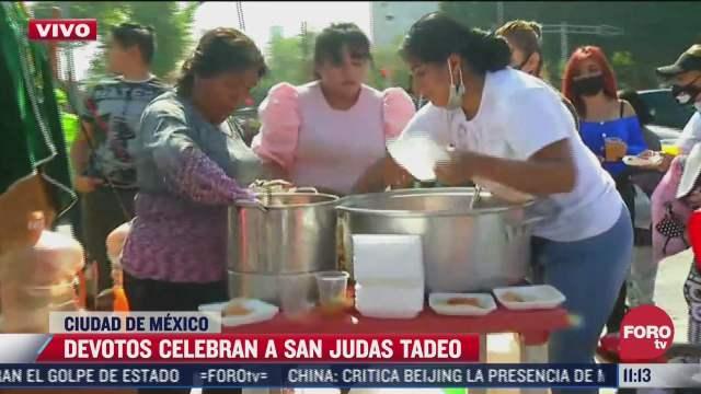 Regalan comida a fieles de San Judas Tadeo en CDMX
