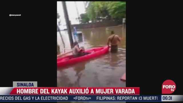 video joven en kayak ayuda a personas a salir de calles inundadas en los mochis