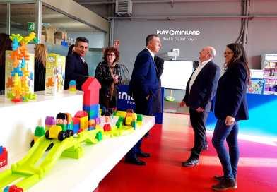 Mónica Oltra i Rafa Climent ofereixen el seu suport a les empreses valencianes presents en la Fira Mundial del Joguet