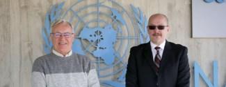 VALENCIA 2020-01-17 L'alcalde de Valncia, Joan Rib—, acompanyat del director del CEMAS (Centre Mundial de Valncia per a l'Alimentaci— Urbana Sostenible), Vicent Domingo, visita la base de l'ONU a Quart de Poblet.