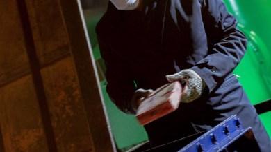 Photo of ¿Macri no sabe como ponerse guantes de trabajo?