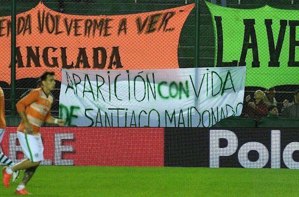 Fotos-de-Santiago-Maldonado-en-las-canchas-1.jpg