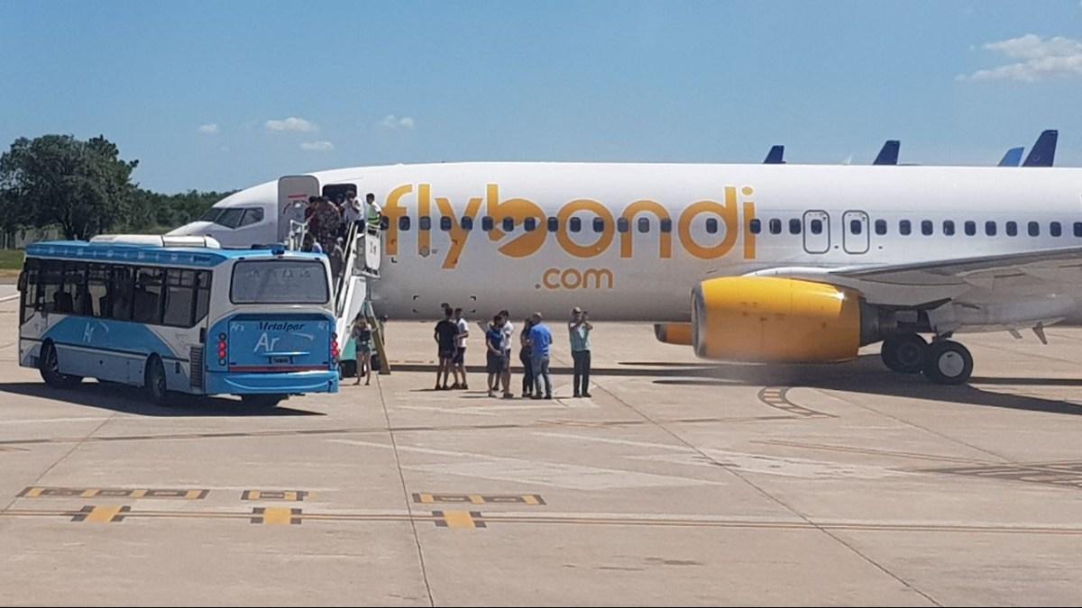 El vuelo inaugural de Flybondi casi termina en tragedia