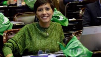 Photo of Sacaron a los empujones a Mayra Mendoza de la sesión