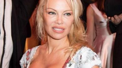 """Photo of Pamela Anderson contra el feminismo, """"Paraliza a los hombres"""""""