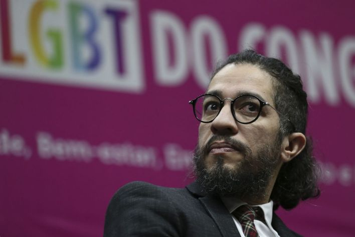 El diputado carioca Jean Wyllys, opositor y referente del colectivo LGBT en Brasil, anunció que abandona el país, y renuncia a su banca, en medio de un clima constante de amenazas y amedrentamiento.