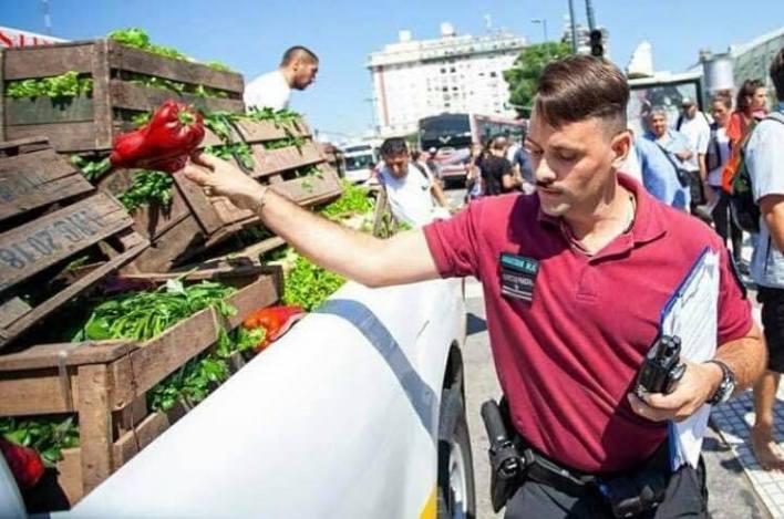 La Unión de Trabajadores de la Tierra (UTT) busca a la señora de la foto para garantizarle verduras frescas todas las semanas.