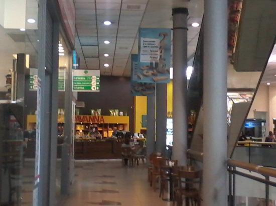 n el corazón del barrio porteño de Villa del Parque, sobre la calle Cuenca, se ubica Del Parque Shopping Center.