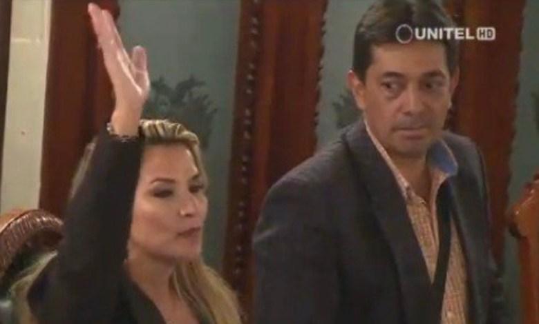 Photo of Jeanine Áñez se autoproclamó presidenta de Bolivia