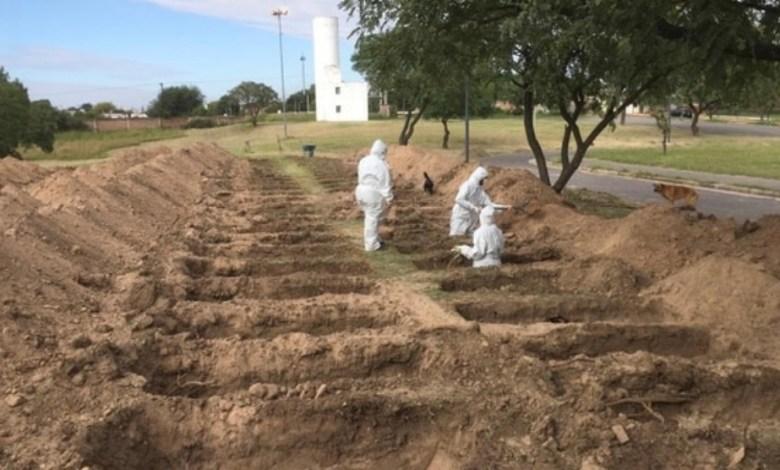 Photo of Córdoba: cavan cientos de tumbas para anticiparse a la pandemia