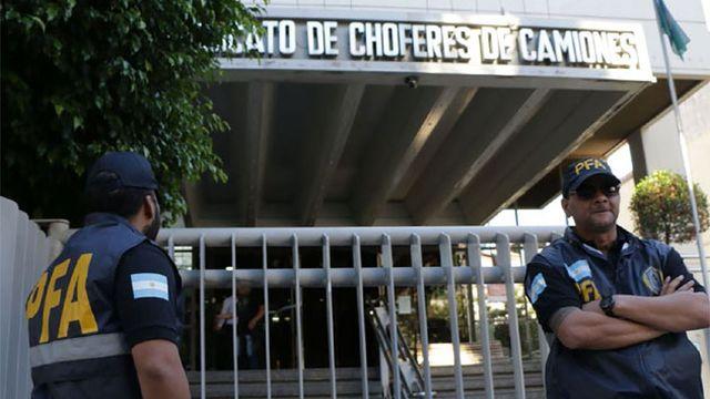Photo of Cierran el Sindicato de Camioneros por masivo contagio de coronavirus