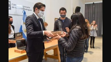 Photo of El Ministerio de Educación nacional entrega computadoras y se diferencia de CABA