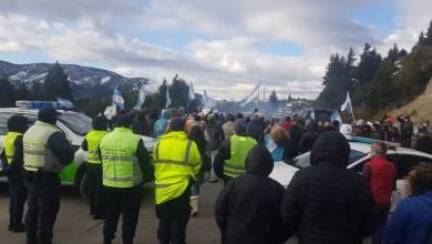 Photo of Analizan suspender el pago del IFE y la AUH por la toma de tierras