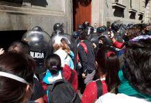 Photo of En el Día de la Sanidad, la Policía de la Ciudad reprimió enfermeros